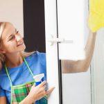 Почему пачкаются окна в квартире и как их лучше отмыть?